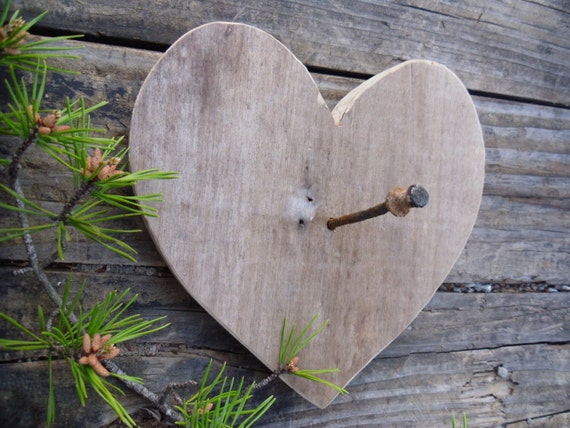 Reclaimed-Recycled Wood Heart /Rusty Nail Key Holder-Country-Rustic-Cottage-Shabby Chic-Farmhouse-Beach Decor