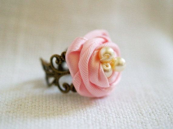 Pale Pink Ribbon Nest Ring