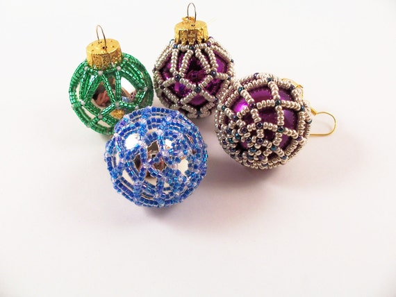 Free bead crochet patterns. Beaded projects.
