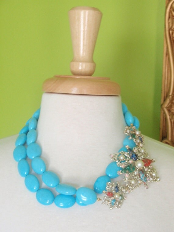 DEILYA - Double Strand Turquoise Necklace with Gold Vintage Brooch