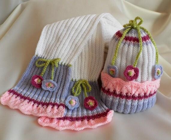 جدید -- مجموعه دست بافتنی -- کلاه و روسری که با گل crocheted تزئین شده است.