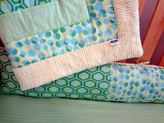 Custom Crib Bedding Set. Hooty Hoot Starburst Green. Made to Order
