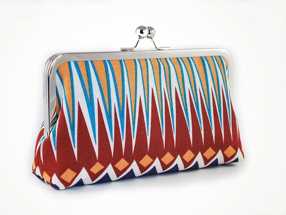 Tribal clutch with zigzags in yellow and red