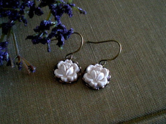 Rosebud Earrings in Cream