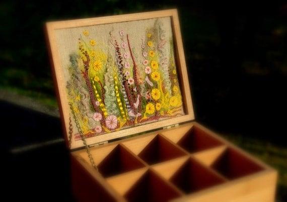 Чай коробку с цветком вышивки луг
