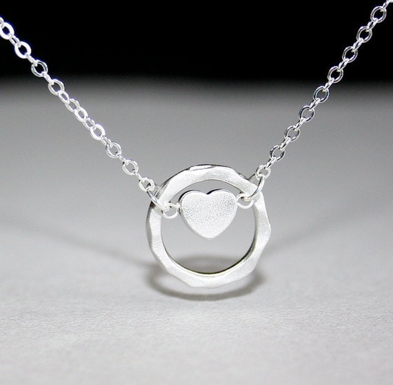 Heart Necklace with Hammered Circle in silver by smilesophie