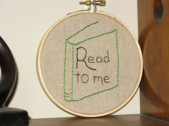 Read to me  - Embroidery Hoop Art
