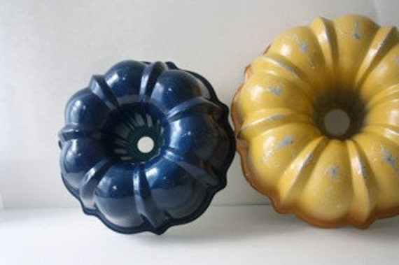 Vintage Navy Blue Bundt Pan