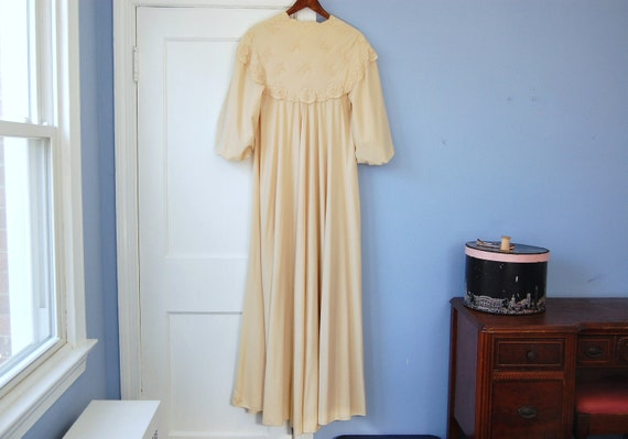 Vanity Fair Vintage Robe Full Length Dressing Gown Camel Tan Floral Lace Trimmed Duster Sleepwear