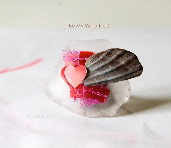 Ironico e romantico anello in vetro per San Valentino