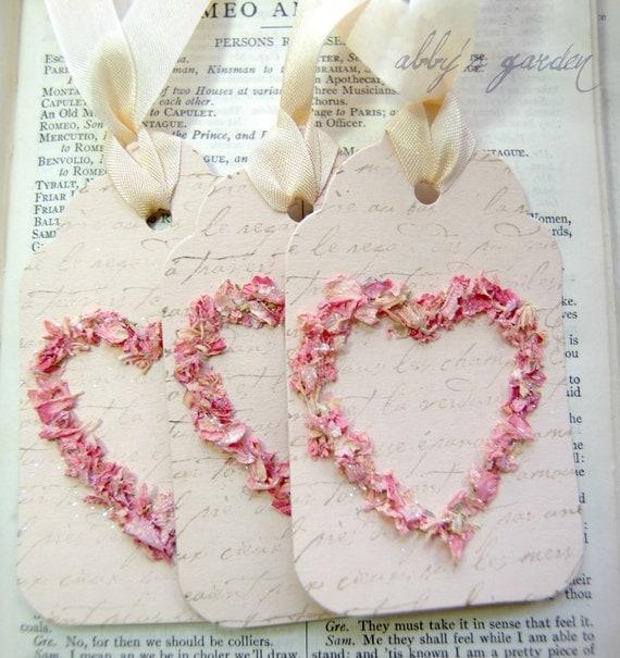 Любовь ... Теги, созданные с реальными лепестки цветка