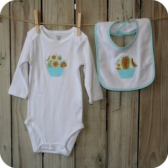 Baby Onesie and Bib Cupcake Set