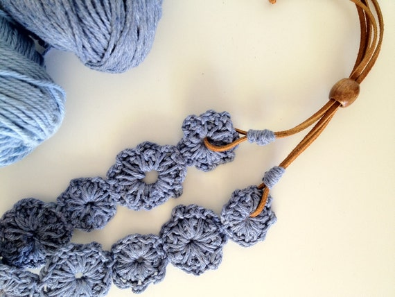 Handmade Necklace. Crochet Cotton Flowers.