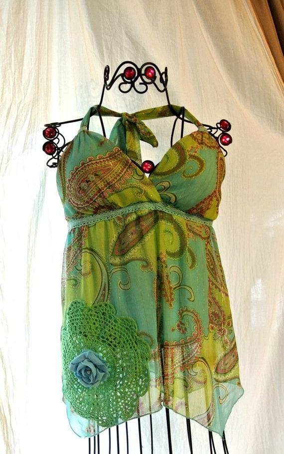 Upcycled Холтер Чешский монетный двор зеленый топ Boho Chic рубашки хиппи девушка Украшенные выросли неравномерно подол фанк верхней блузка повода мед