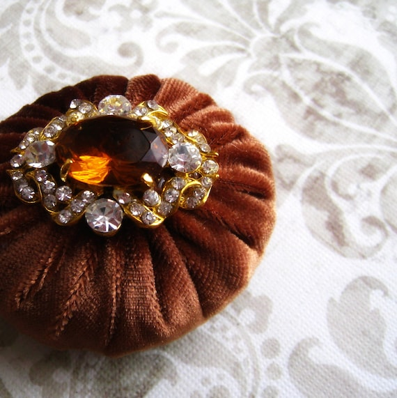 Caramel Emery Pincushion / Pin Cushion - Royal Elegancy