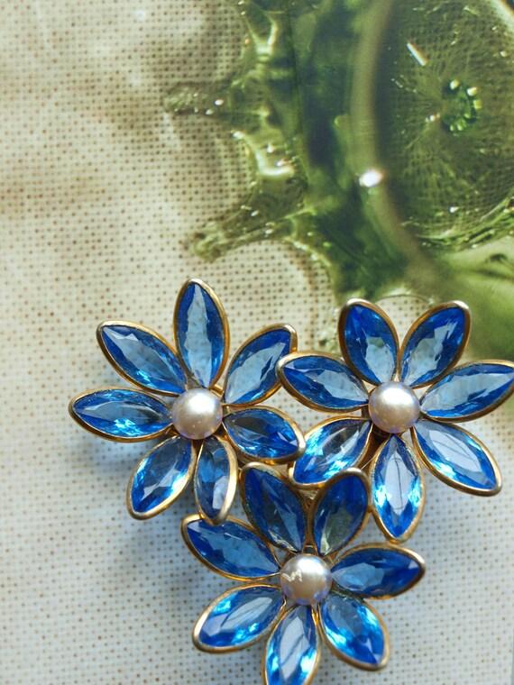 UNIQUE Vintage Hat Pin With Gorgeous Floral Trio 1950s