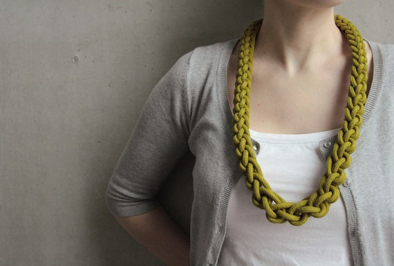 "Knotted rope necklace ""Rina"" in olive green"