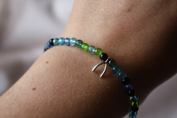 Elasticated Blue/Green/Black Wishbone Charm Beaded Bracelet
