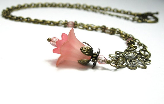Coral Pink, Vintage Style Flower Necklace