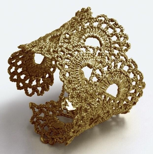 зв'язані гачком браслети в золоті від WhiteFly