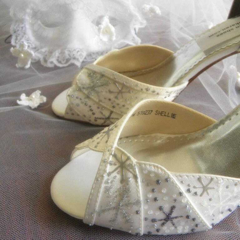 Wedding Shoes Bridal snowflakes Winter Wedding From norakaren