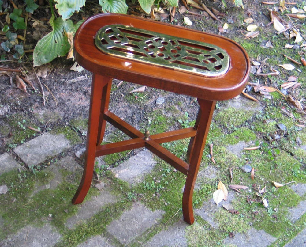 small mahogany brass wine table great side or end table for small spaces ebay. Black Bedroom Furniture Sets. Home Design Ideas