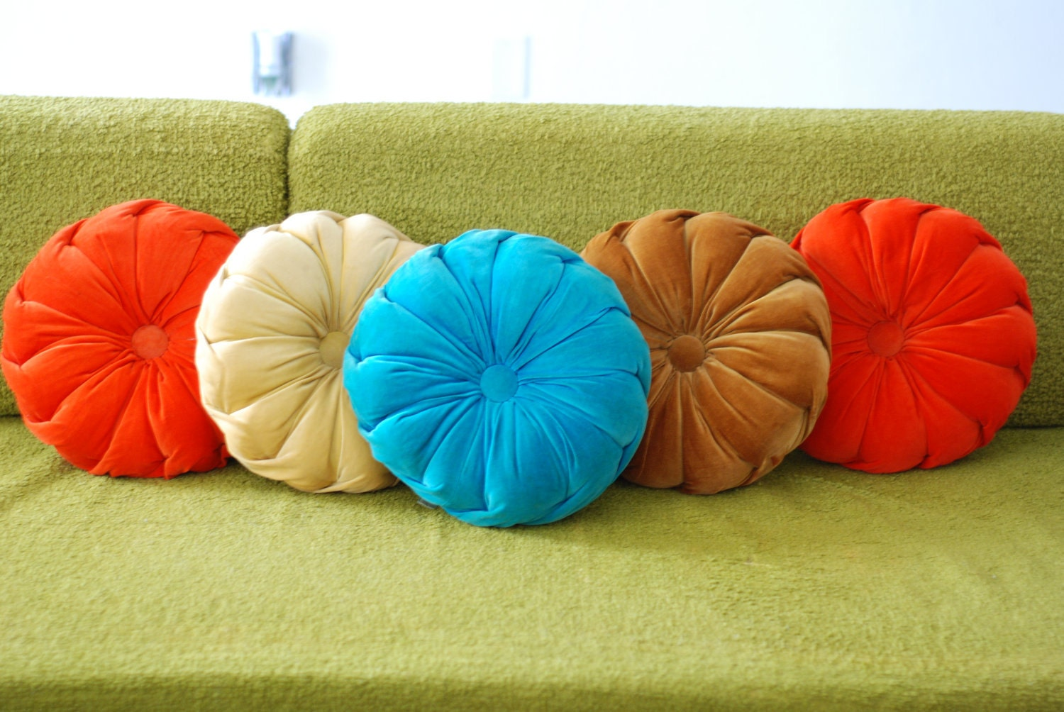 Mid Century Modern Round Pillow : Vintage set of 5 1950 s Mid century modern velvet tufted round Hia Sun pillows