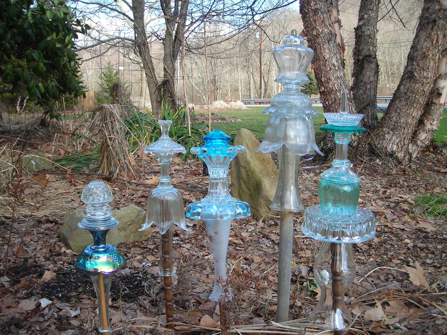 Glass garden art yard art garden ideas pinterest for Yard art ideas