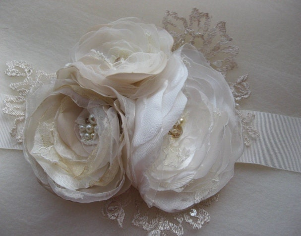 Vintage bridal sash Ivory Beige Champagne 3 flower romantic ribbon belt